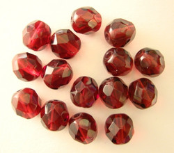Tsekkiläinen fasettihiottu lasihelmi pyöreä puolukan punainen 8 mm (20/pss)