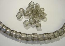 Tsekkiläinen fasettihiottu rondelli savunharmaa 6 x 3 mm (n. 50 kpl/pss)