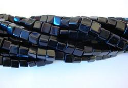 Lasihelmi musta kuutio 4x4 mm (n.75/nauha)
