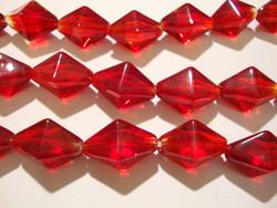 Lasihelmi punainen pitkä bicone 20 x 7 mm(n. 20/nauha)