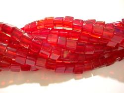Lasihelmi punainen kuutio n. 4x4 mm (n.77/nauha)