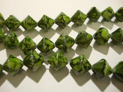 Lasihelmi 'Hyrrä' pintavärjätty vihreä 10 mm (20 kpl/pss)