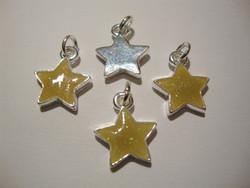 Riipus hopeoitu tähti, emaloitu keltainen pinta, 12 x 12 mm (2 kpl/pss)