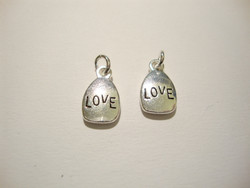Love-riipus / maskotti hopeoitu 11 x 9 mm
