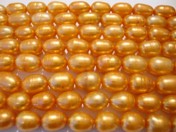 Makeanvedenhelmi syvän oranssi soikea n. 10x6 mm (40 cm nauha)