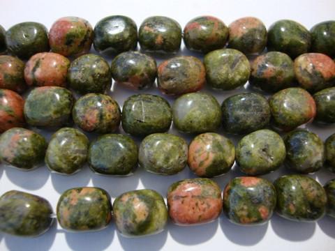 Unakiitti vihreä/punainen nuggetti 7 - 9 mm (20 kpl/pss)