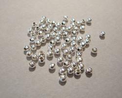 KK Metallihelmi hopeoitu sileä pyöreä 2 mm (100/pss)