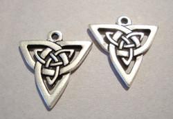 TierraCast Riipus Celtic kolmio hopeoitu 20 mm (2 kpl/pss)