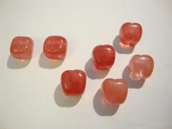 Luonnonkiviriipus punainen omena 21 x 13 mm