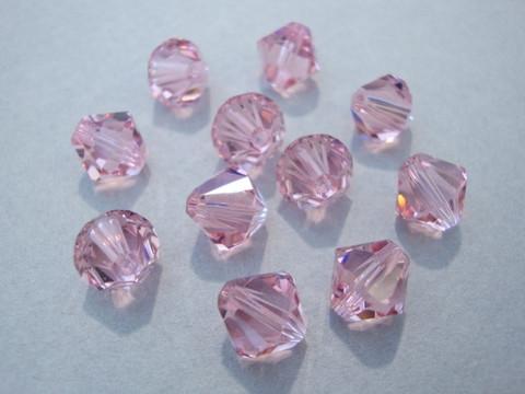 Swarovski kristallihelmi vaalean punainen bicone 8 mm (4/pss)