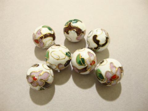 Cloisonne-helmi valkoinen pyöreä 12 mm (4 kpl/pss)