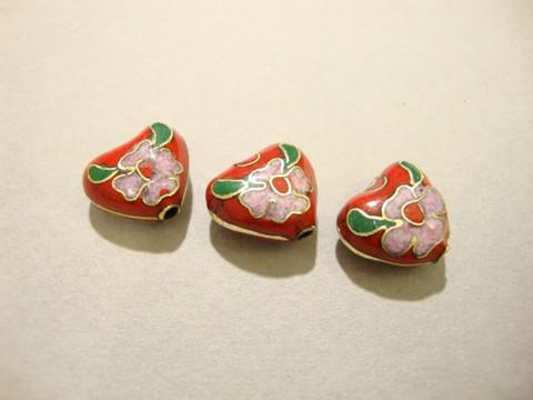 Cloisonne-helmi punainen sydän 12 x 6 mm (1 kpl/pss)