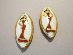 Cloisonne-helmi valkoinen/punainen ovaali Lady 31 x 15 mm