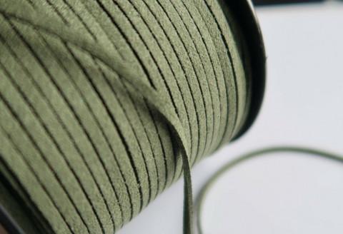 Mokkanauha (faux suede) oliivinvihreä 3 x 1,4 mm (m-erä 5 m)