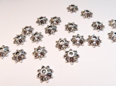 Helmihattu Kukkakuvio antiikkipatina hopeoitu 9 x 3 mm (20 kpl/pss)