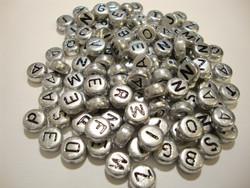 Aakkoshelmi hopeanvärinen litteä pyöreä 7 mm (n. 200 kpl/pss)