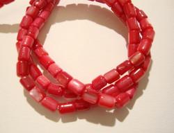 Simpukkahelmi korallin punainen putki 5x3 mm (n. 90/nauha)