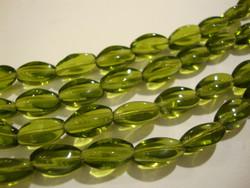 Tsekkiläinen lasihelmi oliivin vihreä ovaali kierretty 13 x 9 mm (32 kpl/nauha)