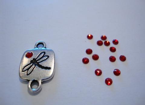 Swarovski strassi vaalea Siam punainen tasapohja 2,6 mm SS9 (20/pss)