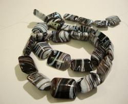 Lasihelmi suorakaide musta/valkoinen/ruskea 15 x 12 mm (4/pss)