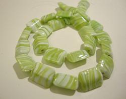 Lasihelmi suorakaide limen vihreä/valkoinen 15 x 12 mm (4/pss)