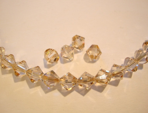 Swarovski kristallihelmi Golden shadow bicone 6 mm (4/pss)