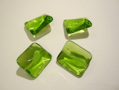 Lasihelmi suorakaide vihreä 18 x 15 mm (4 kpl/pss)