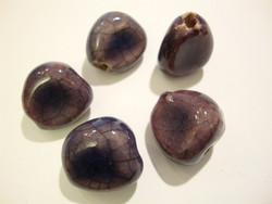 Käsintehty keramiikkahelmi lila/violetti nuggetti n. 16 x 14 mm (2 kpl/pss)