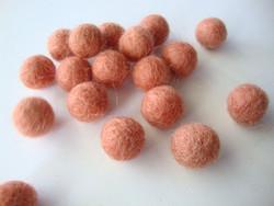 Huovutettu helmi vaalea kuparinruskea n. 10 mm (5 kpl/pss)