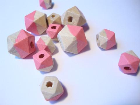 Rayher Puuhelmi Timantti pinkki 15 - 20 mm (12 kpl/pss)