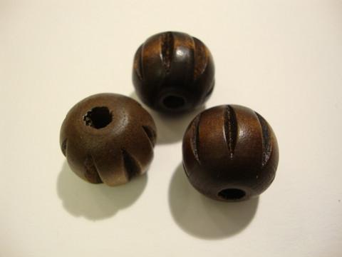 Puuhelmi tummanuskea uritettu pyöreä 20 mm (2 kpl/pss)