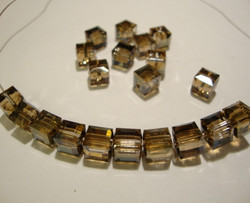 Swarovski kristallihelmi pronssi kuutio 6 mm (2/pss)