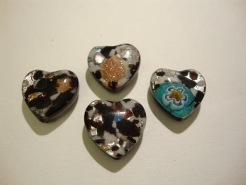 Millefiori lasihelmi musta sydän 16 x 16 mm