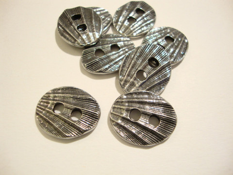 TierraCast Metallinappi ovaali simpukkakuvio hopeoitu 18 x 14 mm
