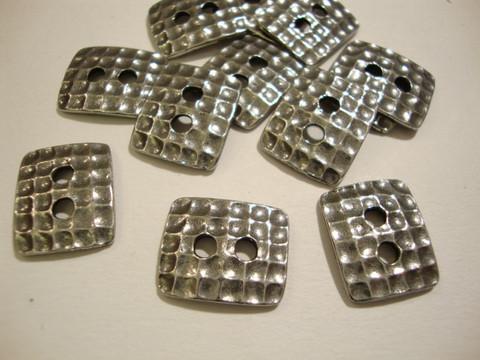 TierraCast Metallinappi kulmikas 'Taottu' hopeoitu 15 x 13 mm