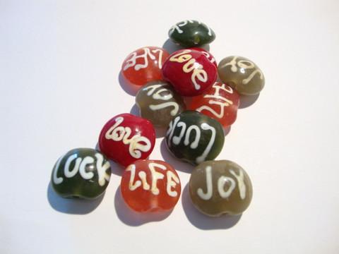 Lamppuhelmi tumman punainen Love 19 x 17 mm