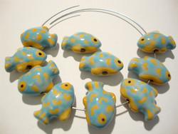 Posliinihelmi vaalean sininen / keltainen kala 18 x 13 mm (2/pss)