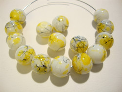 Lasihelmi valkoinen / keltainen värjätty pyöreä 10 mm (20/pss)