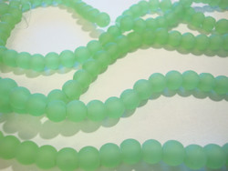 Huurrelasihelmi opaakki vihreä pyöreä 6 mm (n. 34 kpl/nauha)