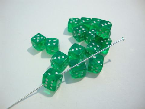 Akryylihelmi Arpakuutio vihreä läpikuultava 11 mm (10 kpl/pss)