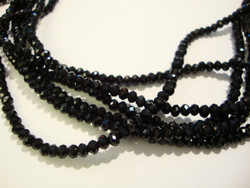 Kristallihelmi musta (jet eli läpinäkymätön) 2,5 x 3,5 mm (20/pss)
