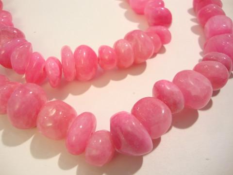 Jade värjätty pinkki/fuksia nuggetti 10-15 x 10-18 mm (20/pss)