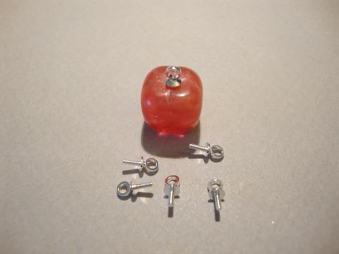 Korupiikki / ripustuspiikki hopeoitu liimattava pituus 7 mm, lenkki päässä (20 kpl/pss)