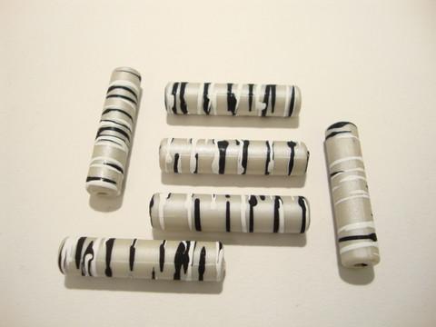 Akryylihelmi harmaa-musta-valkoinen putki 34 x 8 mm (4 kpl/pss)