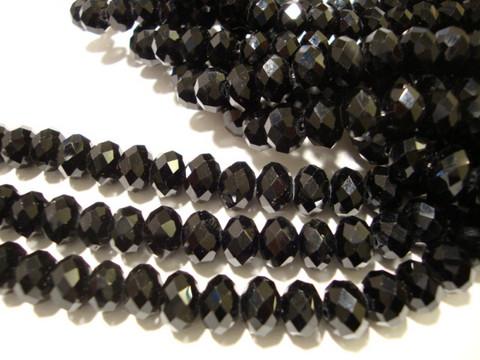 Kristallihelmi musta (jet) 5 x 8 mm (20/pss)