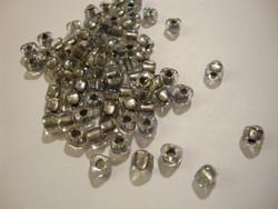Miyuki siemenhelmi kolmio 4x4x3 mm kirkas-teräksenharmaa/hopea sisus TR1139 (10 g/pss)