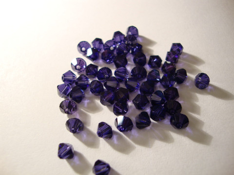 Swarovski kristallihelmi violetti bicone 4 mm (5 kpl/pss)
