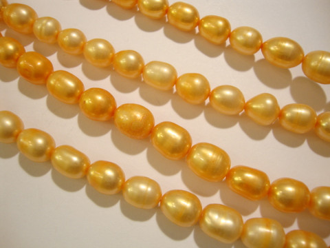 Makeanvedenhelmi oranssi soikea 7 mm (38 cm nauha)