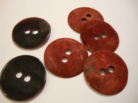 Helmiäisnappi matta tumma punainen 31 mm