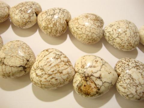 Kivihelmi Magnesiitti valkoinen sydän 30 x 29 mm